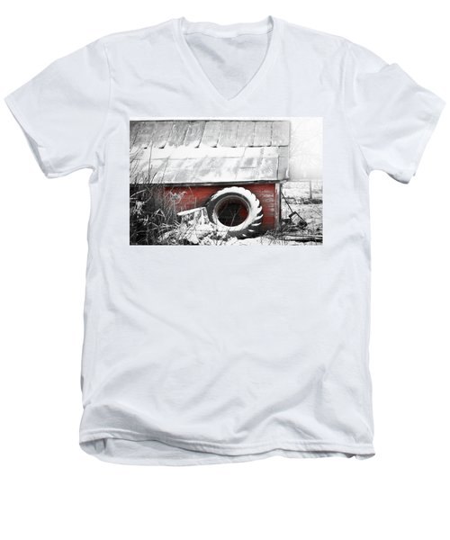 What's He Building In There Men's V-Neck T-Shirt