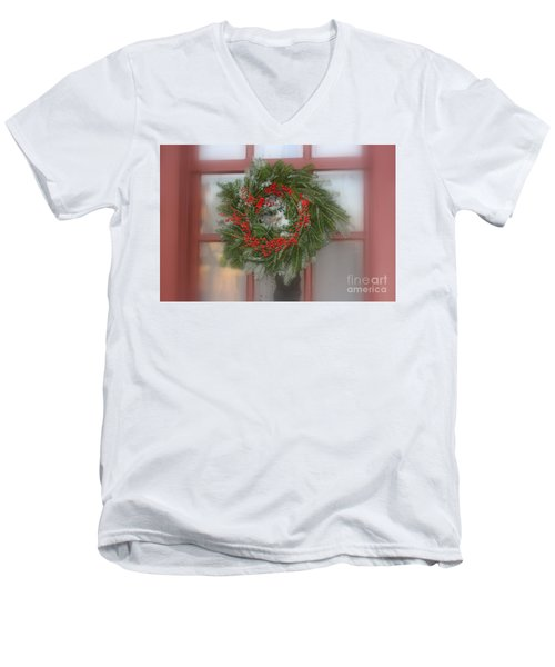 Williamsburg Wreath Men's V-Neck T-Shirt