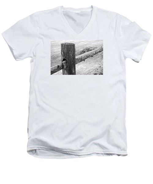 Wood Railing Men's V-Neck T-Shirt