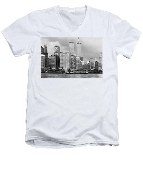 New York City - World Trade Center - Vintage Men's V-Neck T-Shirt
