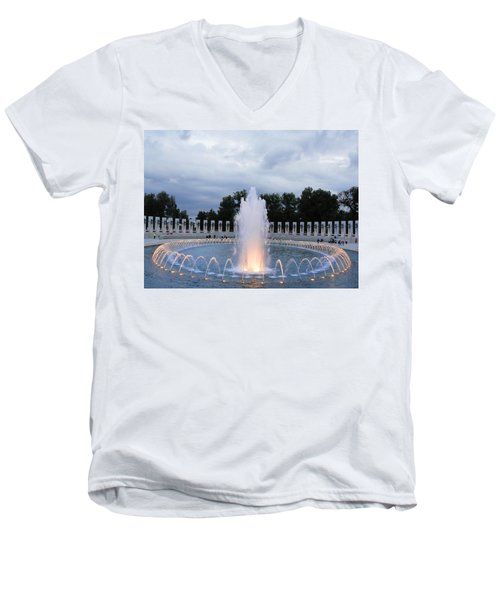 World War II Memorial Fountain Men's V-Neck T-Shirt
