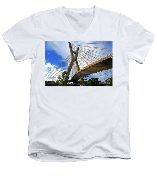 Ponte Estaiada Octavio Frias De Oliveira Ao Cair Da Tarde Men's V-Neck T-Shirt