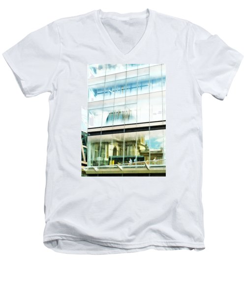 The Restaurant With A View Of St Pauls Cathedral Men's V-Neck T-Shirt