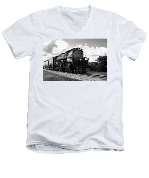 Union Pacific 3985 Men's V-Neck T-Shirt