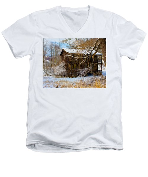 West Virginia Winter Men's V-Neck T-Shirt