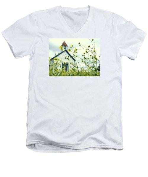 Willkommen Hier Men's V-Neck T-Shirt