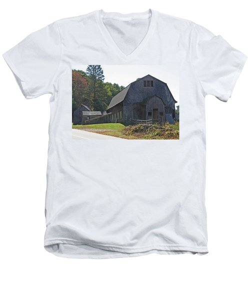 Barn Men's V-Neck T-Shirt