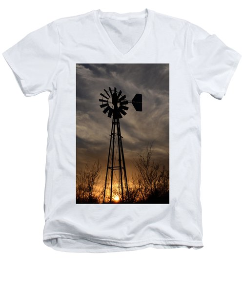 Oklahoma Windmill And Sunset Men's V-Neck T-Shirt
