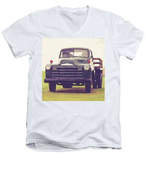 Old Chevy Farm Truck In Vermont Square Men's V-Neck T-Shirt