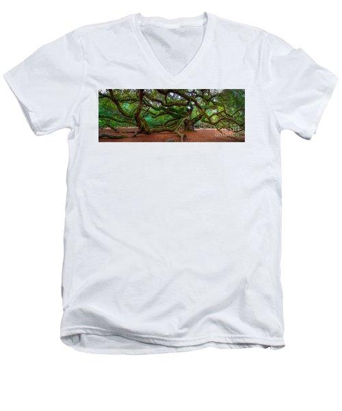 Old Southern Live Oak Men's V-Neck T-Shirt