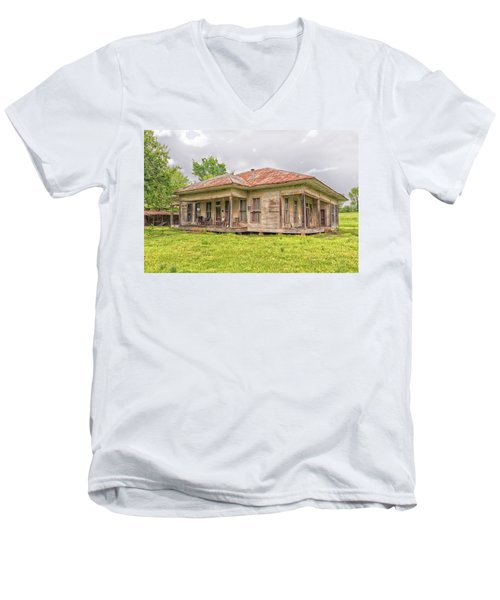 Arkansas Roadside House Men's V-Neck T-Shirt