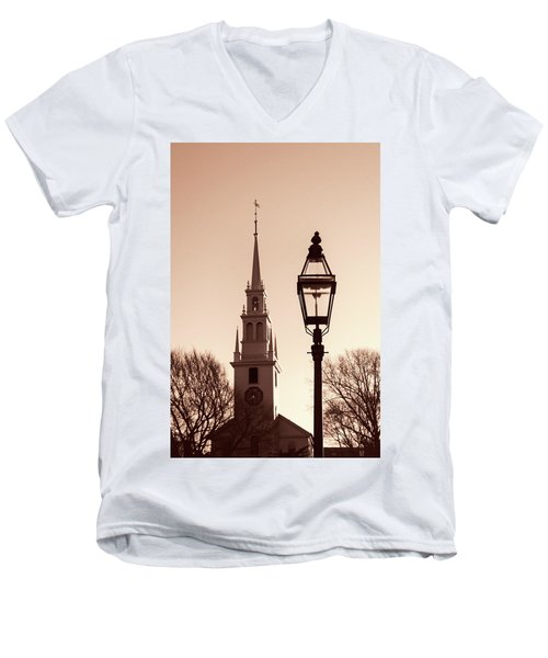 Trinity Church Newport With Lamp Men's V-Neck T-Shirt