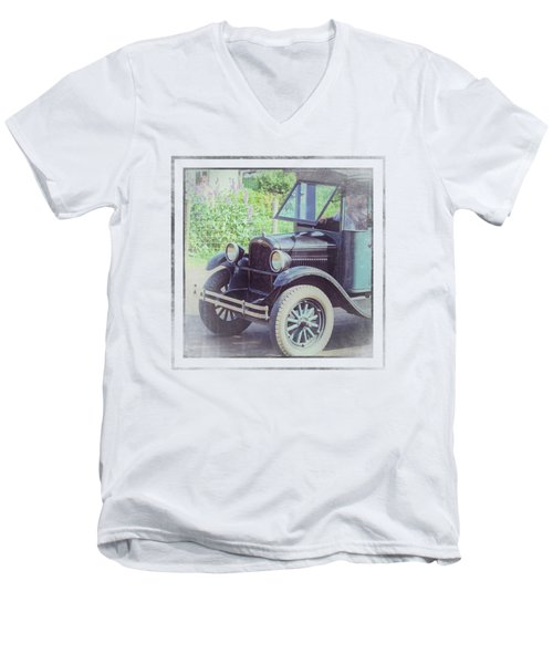 1926 Chevrolet One Tone Truck Men's V-Neck T-Shirt