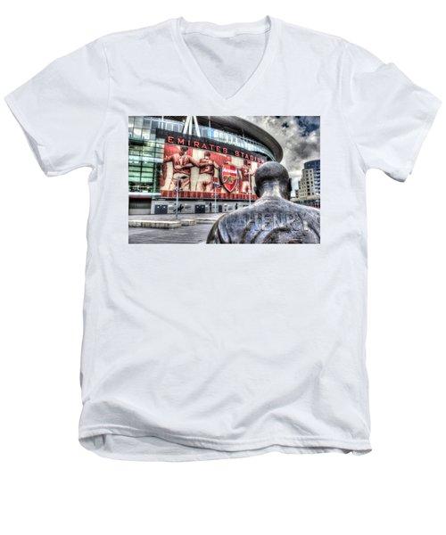 Thierry Henry Statue Emirates Stadium Men's V-Neck T-Shirt