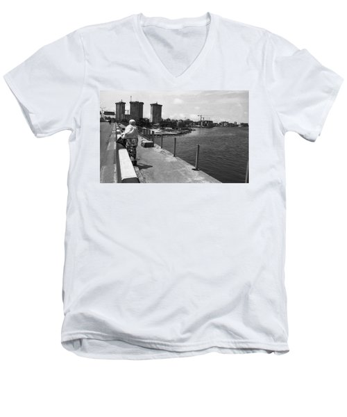 Falomo Bridge Across The Lagoon Men's V-Neck T-Shirt