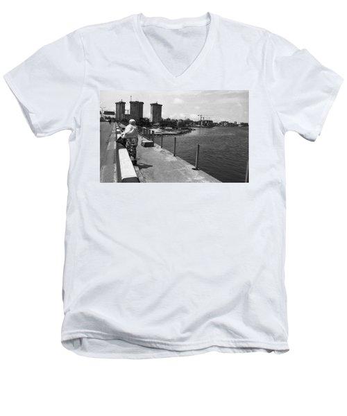 Falomo Bridge Across The Lagoon Men's V-Neck T-Shirt