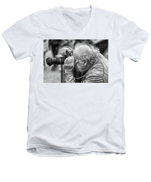A Photographers Photographer Men's V-Neck T-Shirt