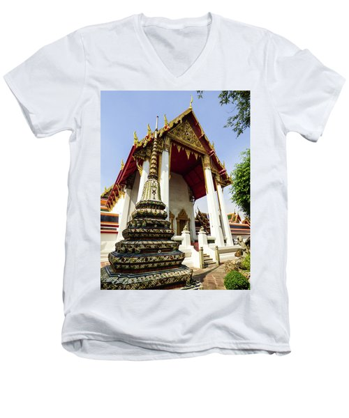 A View Of Wat Pho Temple In Bangkok, Thailand Men's V-Neck T-Shirt