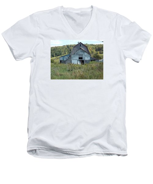 Abandoned Barn Men's V-Neck T-Shirt