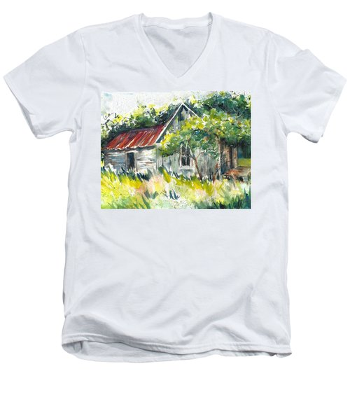 Abandoned Farmhouse In The Ozark Mountains On The Gravel Road To Hawk's Bill Crag At Whitaker Point Men's V-Neck T-Shirt