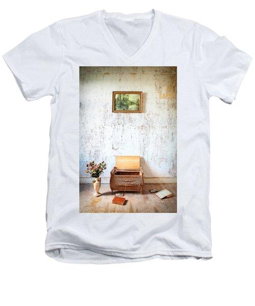 Abandoned Memories -urbex Men's V-Neck T-Shirt