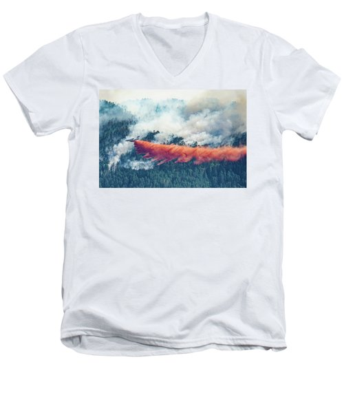 Air Tanker On Crow Peak Fire Men's V-Neck T-Shirt