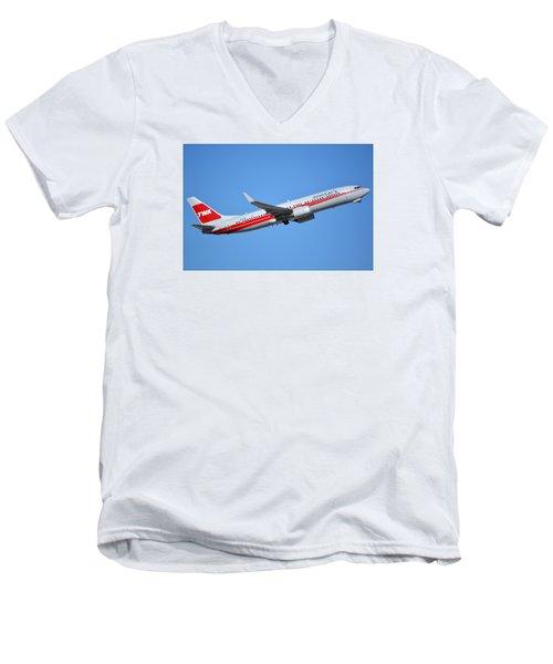 American Boeing 737-823 N915nn Retro Twa Phoenix Sky Harbor January 12 2015 Men's V-Neck T-Shirt by Brian Lockett