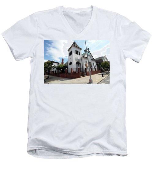 Asamblea Evangelica Evergreen Church Men's V-Neck T-Shirt