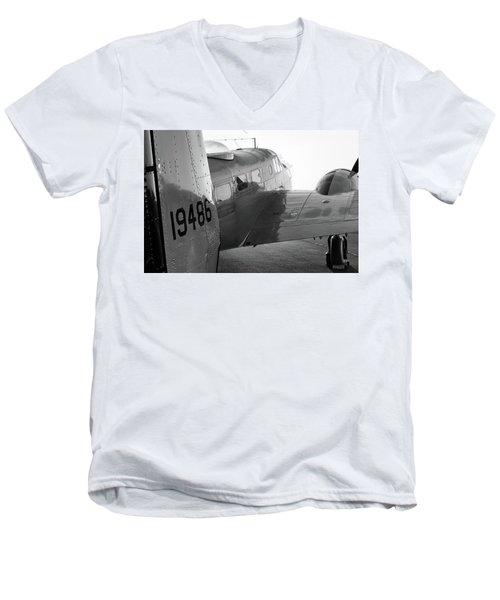 At-11 In Black And White - 2017 Christopher Buff, Www.aviationbuff.com Men's V-Neck T-Shirt