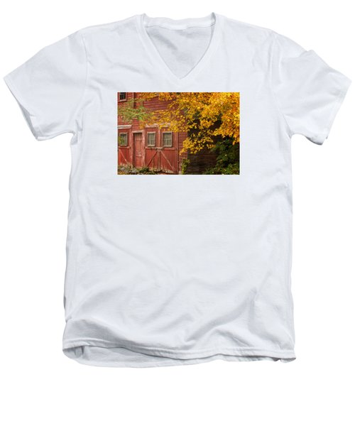 Men's V-Neck T-Shirt featuring the photograph Autumn Barn by Tom Singleton