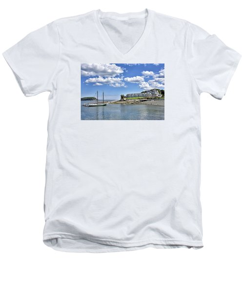 Bar Harbor Inn - Maine Men's V-Neck T-Shirt