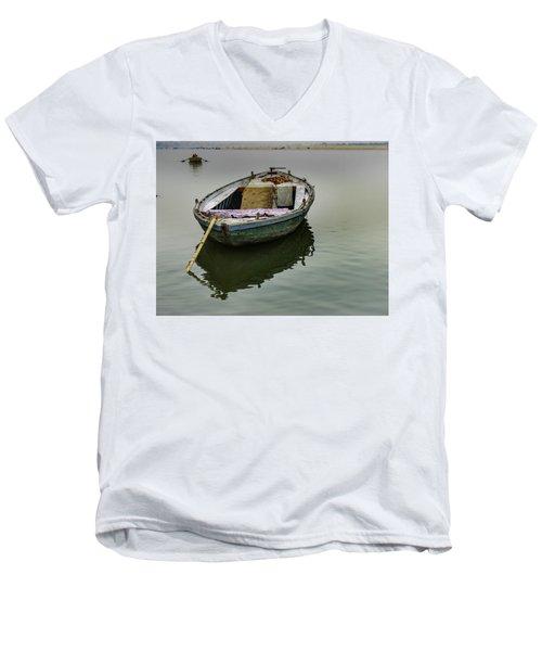 boat at Ganges Men's V-Neck T-Shirt