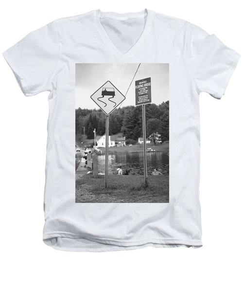 Men's V-Neck T-Shirt featuring the photograph Brookfield, Vt - Floating Bridge 2 Bw by Frank Romeo