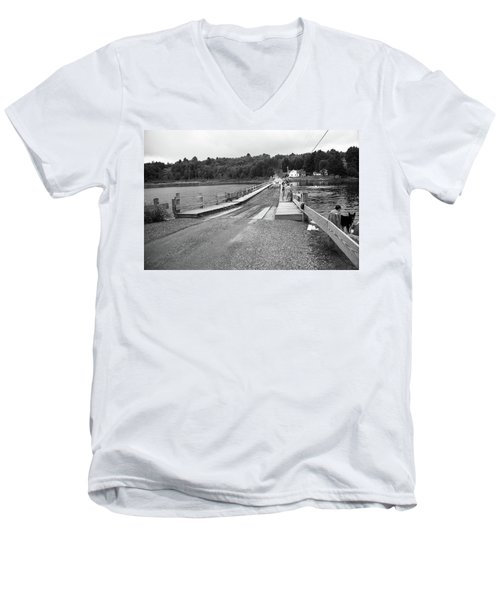 Men's V-Neck T-Shirt featuring the photograph Brookfield, Vt - Floating Bridge 5 Bw by Frank Romeo