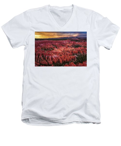 Bryce Canyon In The Glow Of Sunset Men's V-Neck T-Shirt