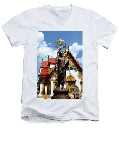 Buddha Statue With Sunshade Outside Temple Hat Yai Thailand Men's V-Neck T-Shirt