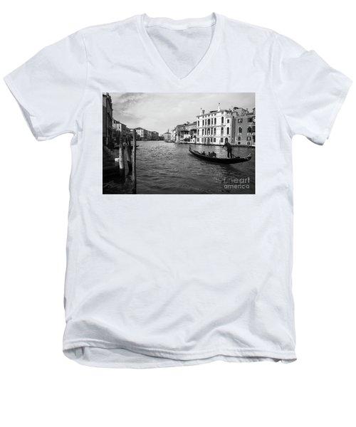 Bw Venice Men's V-Neck T-Shirt