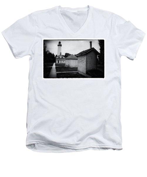 Cana Island Retro Men's V-Neck T-Shirt