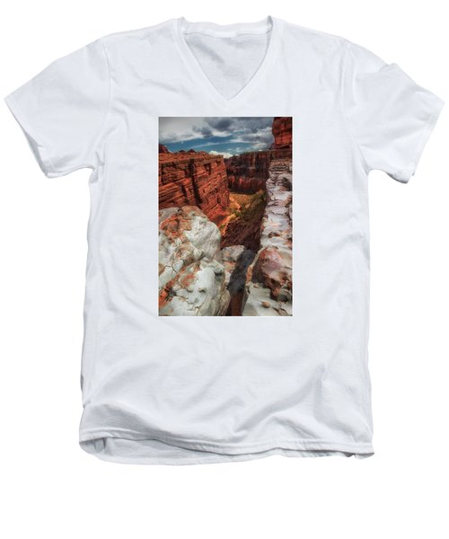 Canyon Lands Quartz Falls Overlook Men's V-Neck T-Shirt