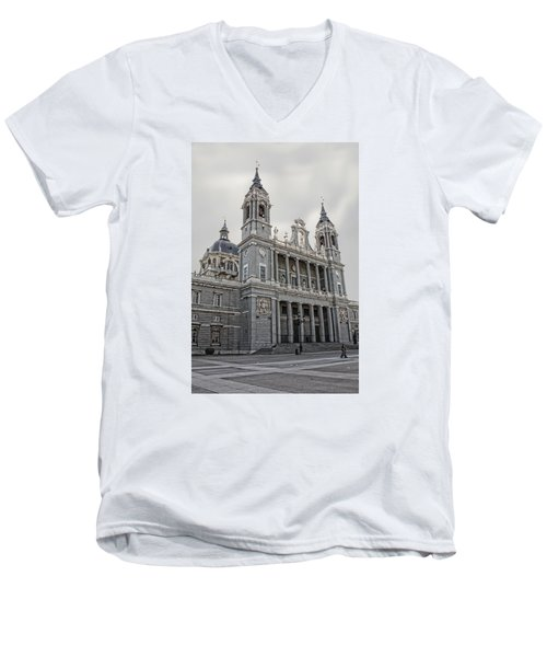 Catedral De La Almudena Men's V-Neck T-Shirt