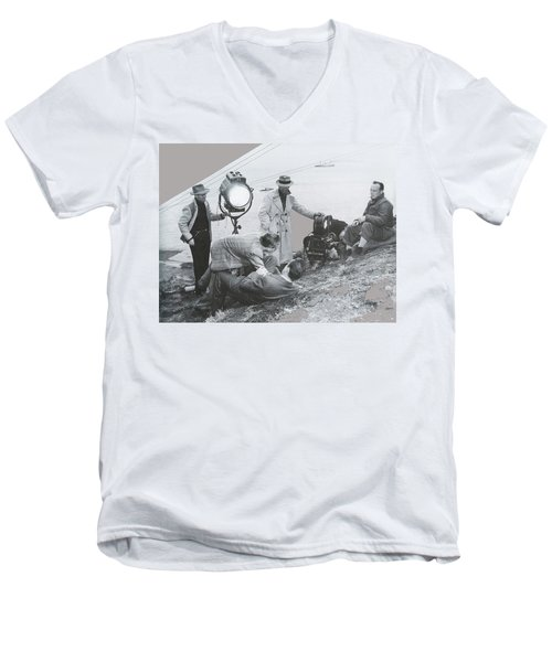 Clifton Young And Bogie Fight To The Death Dark Passage 1947-2016 Men's V-Neck T-Shirt