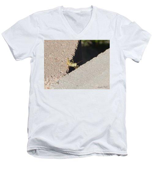 Cross Over Grasshopper Men's V-Neck T-Shirt