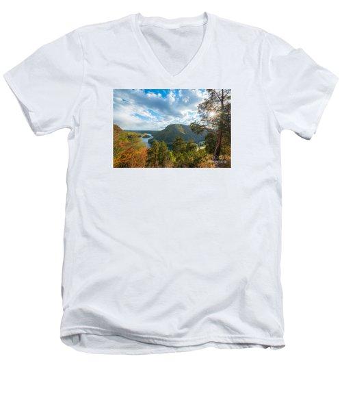 Delaware Water Gap In Autumn Men's V-Neck T-Shirt