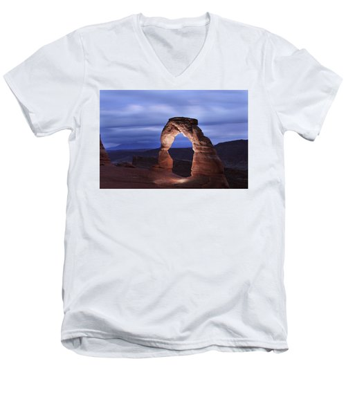 Delicate Arch At Twilight Men's V-Neck T-Shirt