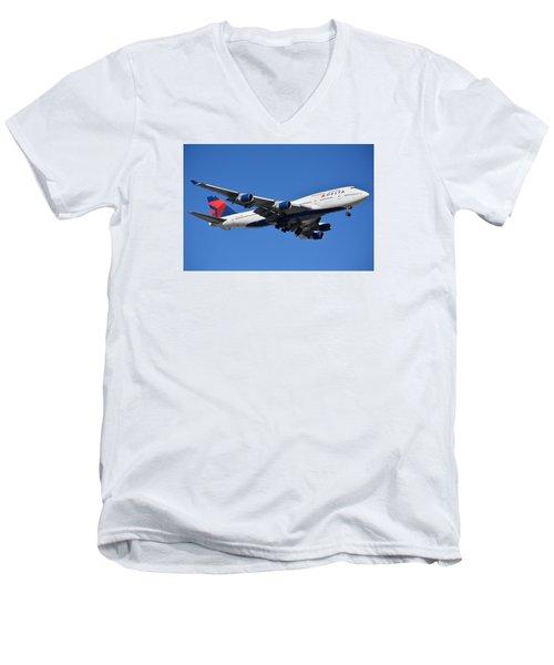 Delta Boeing 747-451 N662us Phoenix Sky Harbor January 12 2015 Men's V-Neck T-Shirt