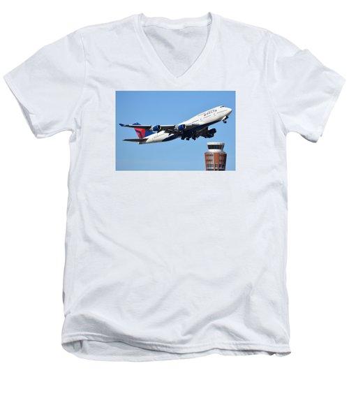 Delta Boeing 747-451 N674us Phoenix Sky Harbor January 12 2015 Men's V-Neck T-Shirt