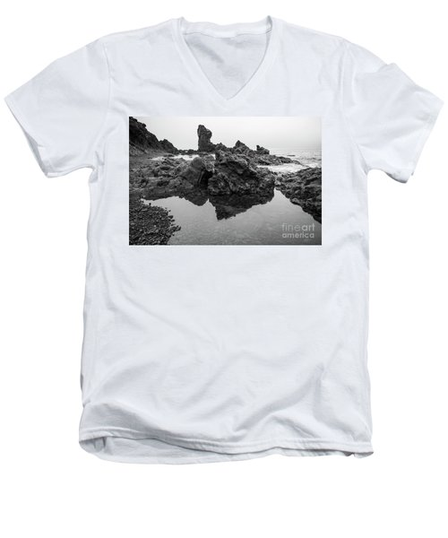 Djupalonssandur Beach Men's V-Neck T-Shirt