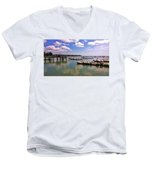 Duxbury Men's V-Neck T-Shirt