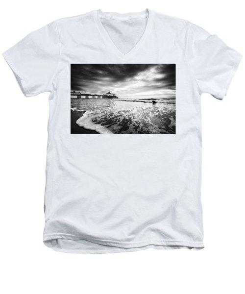 Eastbourne Pier Men's V-Neck T-Shirt