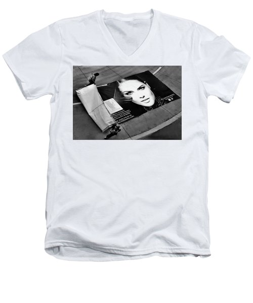 Face On The Floor Men's V-Neck T-Shirt
